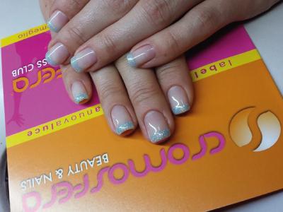 Manicure estetico, anti-age, ricostruzione unghie gel, smalto gel, nail art.