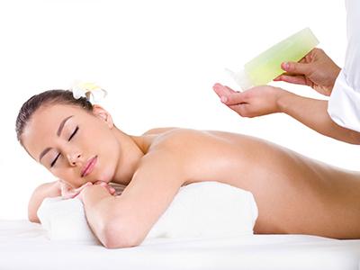 Massaggio rilassante, anticellulite, decontratturante, stone massage, scrub ai microgranuli e olio di riso, massaggio thailandese.